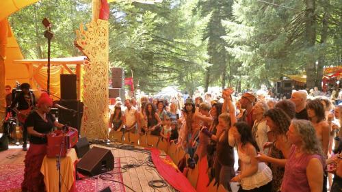 C.C. White - Soul Kirtan at Beloved Festival 2014! (1) (Photo by Ankush Vimawala)