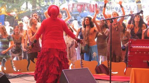 C.C. White - Soul Kirtan at Beloved Festival 2014! (3) (Photo by Ankush Vimawala