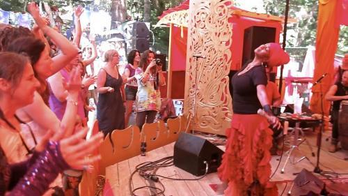 C.C. White - Soul Kirtan at Beloved Festival 2014! (4) (Photo by Ankush Vimawala)