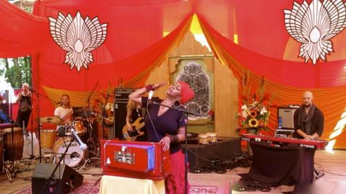 C.C. White - Soul Kirtan at Beloved Festival 2014! (5) (Photo by Ankush Vimawala)