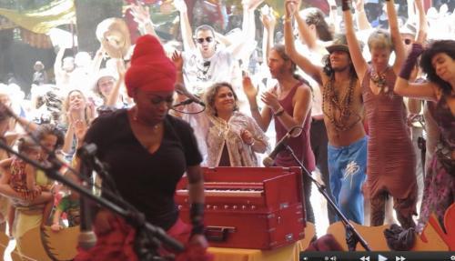 C.C. White - Soul Kirtan at Beloved Festival 2014! (6) (Photo by Ankush Vimawala)
