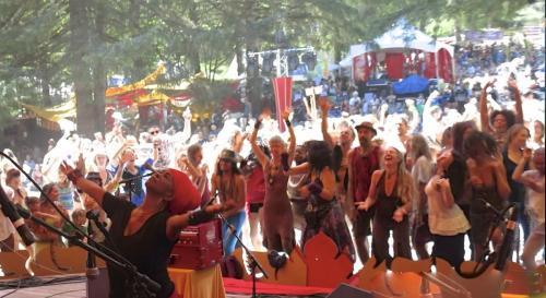 C.C. White - Soul Kirtan at Beloved Festival 2014! (8) (Photo by Ankush Vimawala)